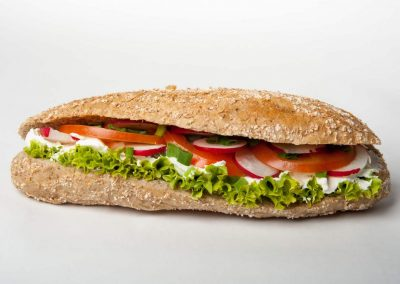 9. Twarożek śmietankowy, pomidor, rzodkiewka, szczypiorek